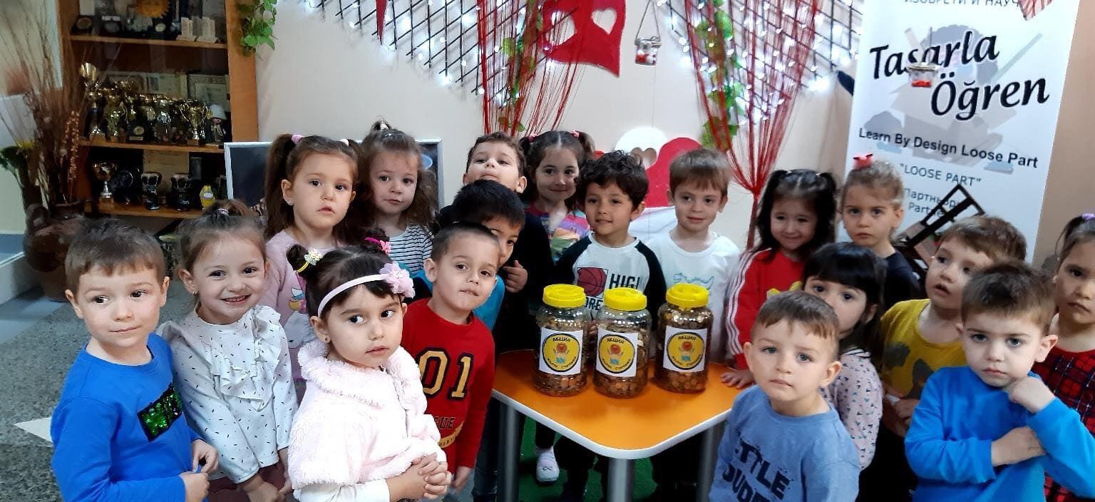 """Над 20 фирми подкрепиха ДГ """"Изворче"""" и се включиха в кампанията """"Жълти стотинки – деца помагат на деца"""""""